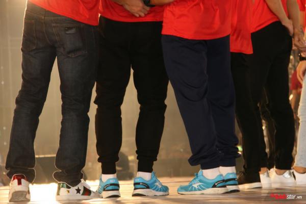 Duy Mạnh diện giày Gucci hơn chục triệu đồng ở Lễ mừng công U23 Việt Nam-6