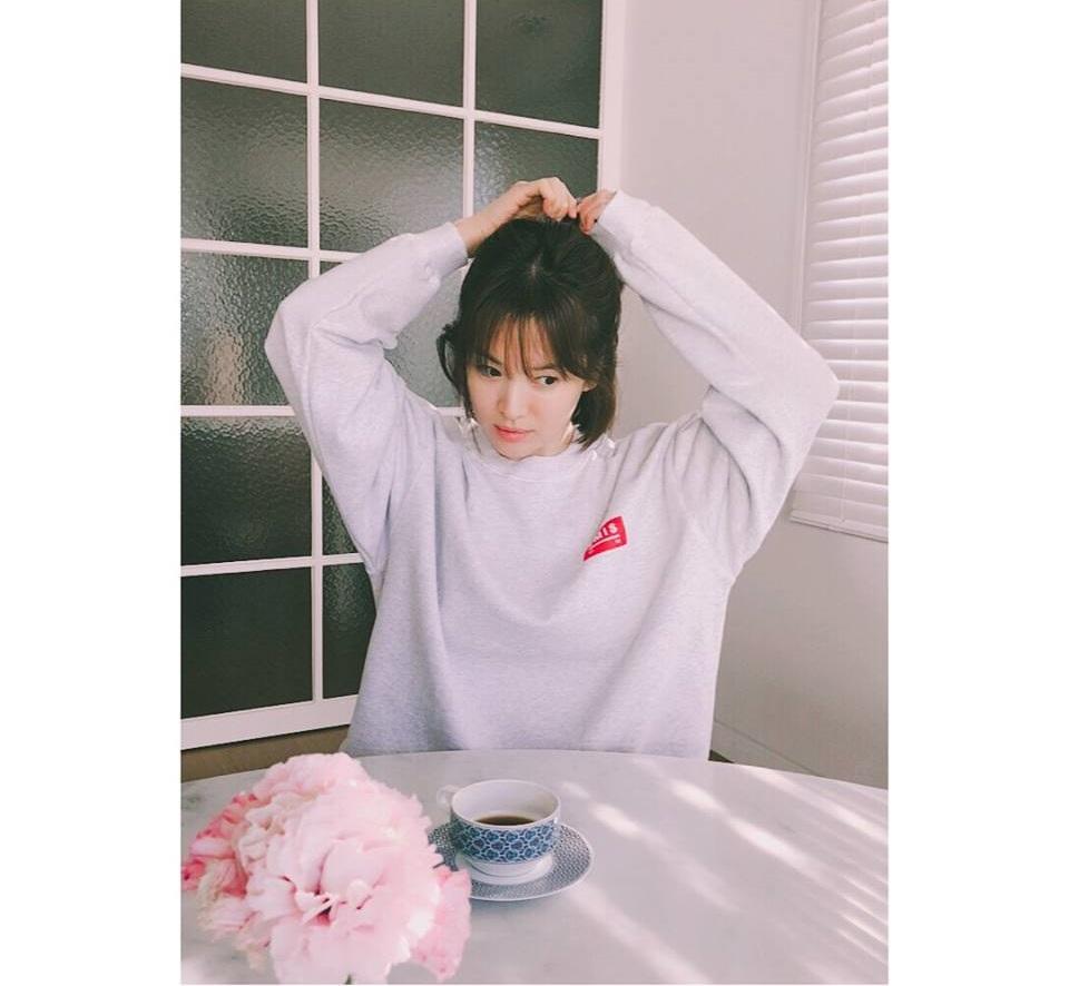 Sao Hàn 5/2: Song Hye Kyo U40 vẫn được khen trẻ như thiếu nữ-1
