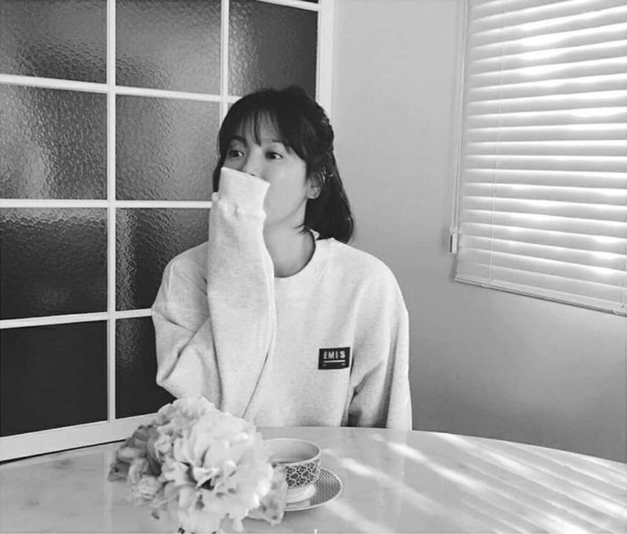 Sao Hàn 5/2: Song Hye Kyo U40 vẫn được khen trẻ như thiếu nữ-2