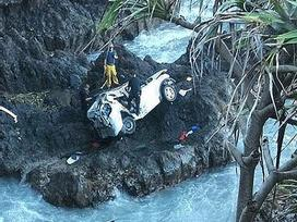 Chị em sinh đôi tàn sát lẫn nhau, lao xe xuống vách đá vì lý do không thể chấp nhận