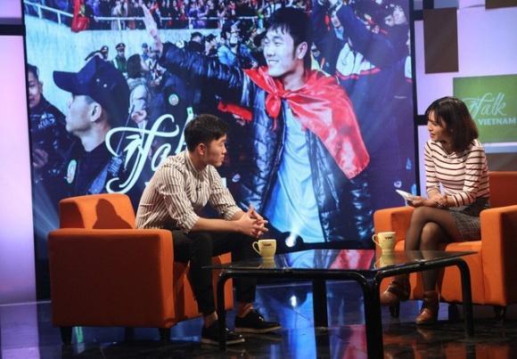 Chân dung nữ MC xinh đẹp nhà đài trò chuyện với Xuân Trường trên sóng VTV-1