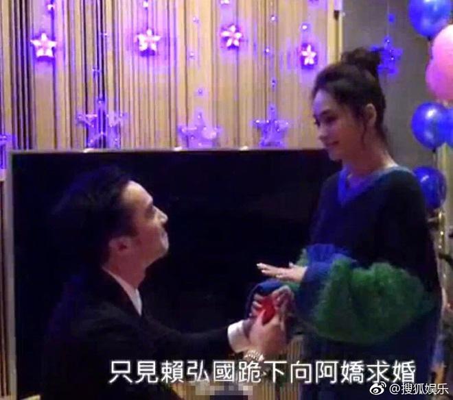 Hé lộ hình ảnh Chung Hân Đồng được bạn trai kém 4 tuổi quỳ gối cầu hôn-1