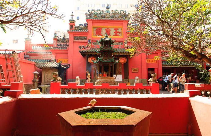 Du xuân Sài Gòn, hãy ghé thăm những ngôi chùa này cầu bình an-1