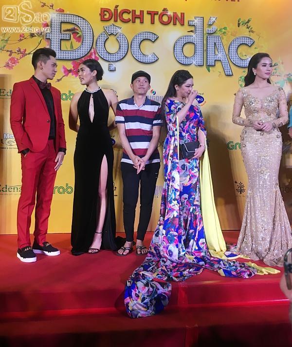 Hoài Linh mặc áo thun mang dép lê lạc lõng giữa sự kiện-3