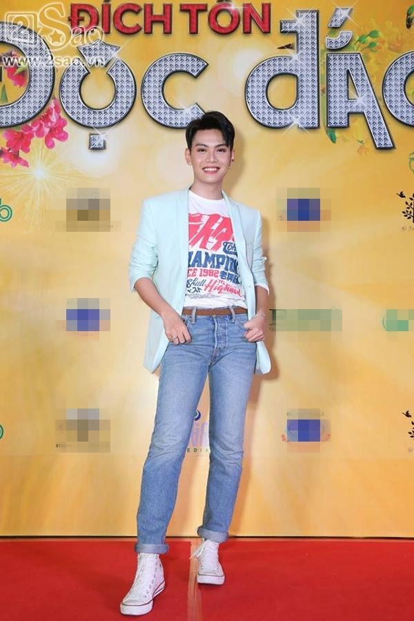 Hoài Linh mặc áo thun mang dép lê lạc lõng giữa sự kiện-11