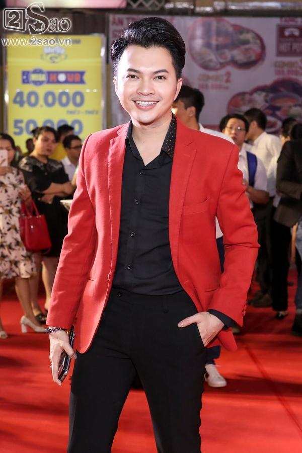 Hoài Linh mặc áo thun mang dép lê lạc lõng giữa sự kiện-13