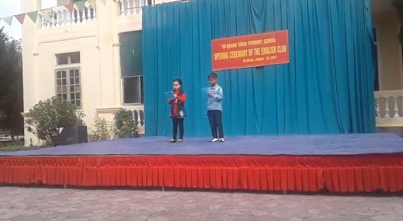 MC nhí bắn Tiếng Anh gây sốt: Sống vùng núi nghèo Hà Tĩnh, cả trường chỉ 1 giáo viên Tiếng Anh-2