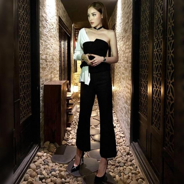 Ngọc Trinh khoe street style kín đáo đánh bại Angela Phương Trinh diện váy mỏng tang-8