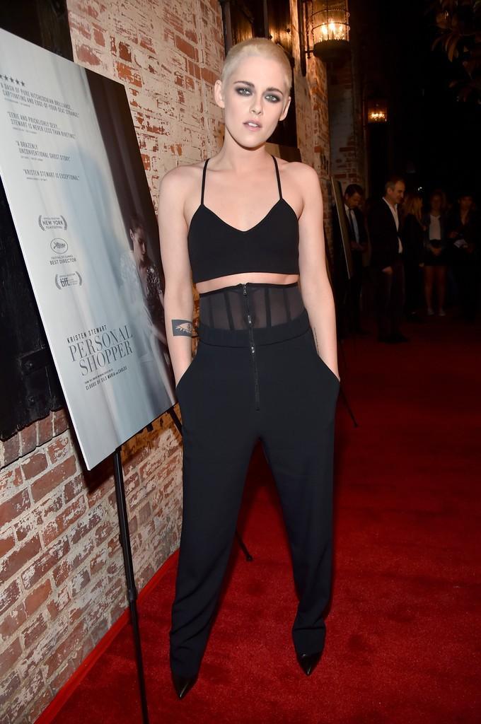 Kristen Stewart đã hết trọc đầu, nhưng vẫn cool ngầu, nam tính khi đi bên bạn gái-1