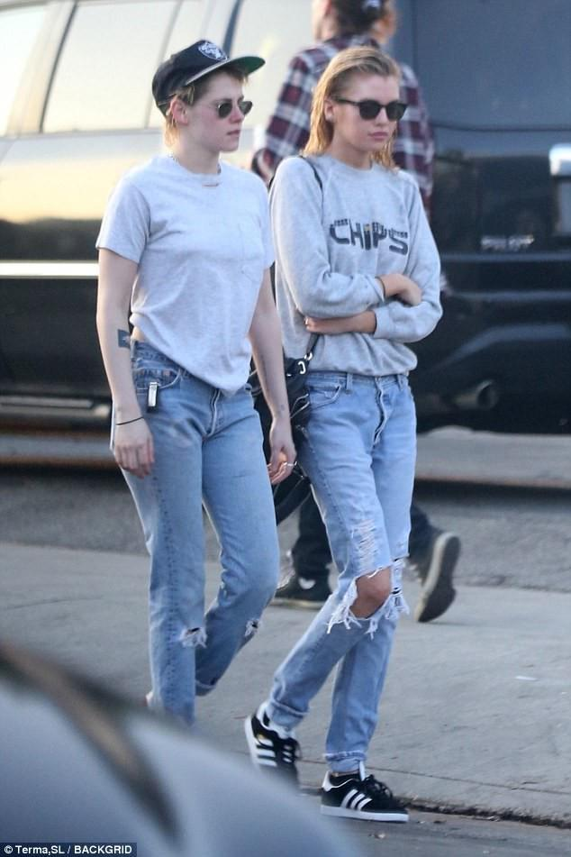 Kristen Stewart đã hết trọc đầu, nhưng vẫn cool ngầu, nam tính khi đi bên bạn gái-3