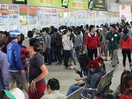 Hành khách bị 'hét' giá gấp đôi, bến xe miền Đông cảnh báo mua vé dịp Tết