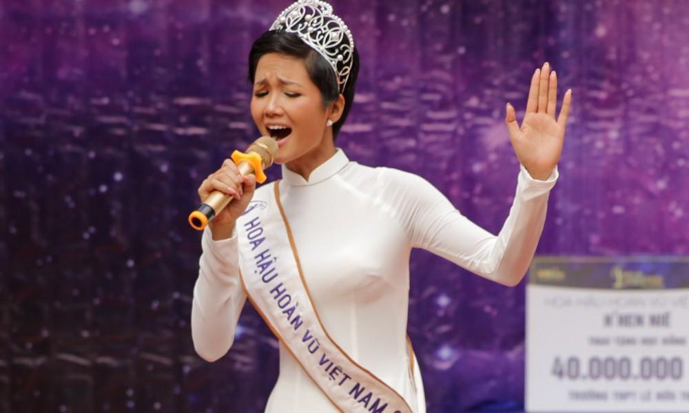 Giọng hát của 3 đời Hoa hậu Hoàn vũ Việt Nam gây ngạc nhiên không kém nhan sắc!-1
