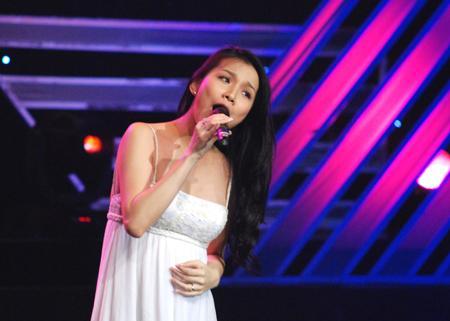 Giọng hát của 3 đời Hoa hậu Hoàn vũ Việt Nam gây ngạc nhiên không kém nhan sắc!-5