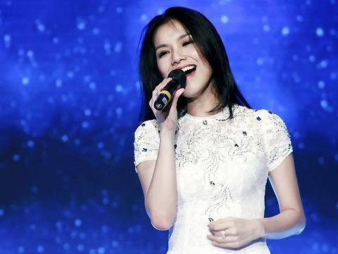 Giọng hát của 3 đời Hoa hậu Hoàn vũ Việt Nam gây ngạc nhiên không kém nhan sắc!-6