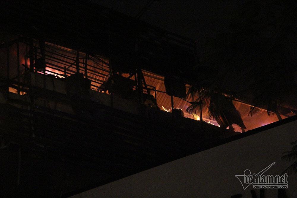Hà Nội: Nhà 5 tầng bốc cháy rừng rực trước ngày ông Táo chầu trời-1