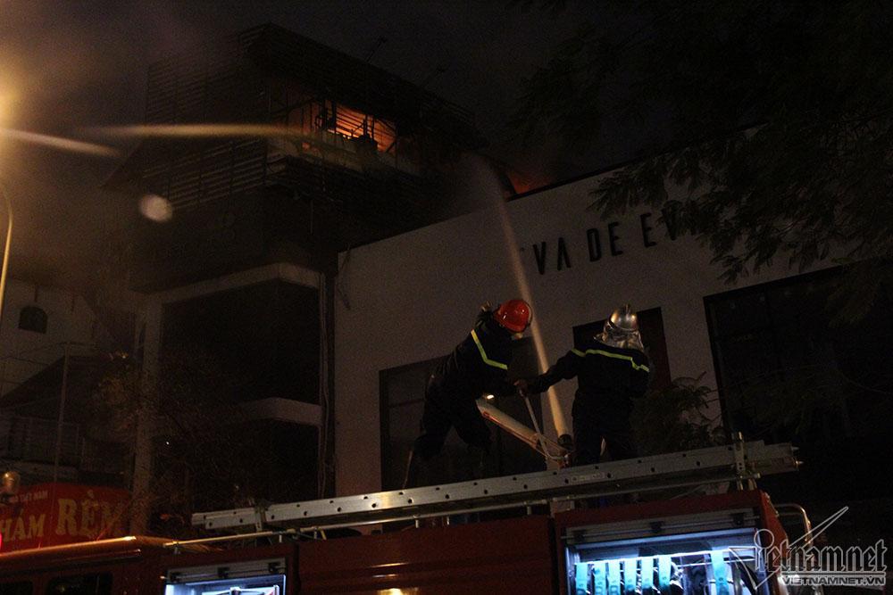 Hà Nội: Nhà 5 tầng bốc cháy rừng rực trước ngày ông Táo chầu trời-2