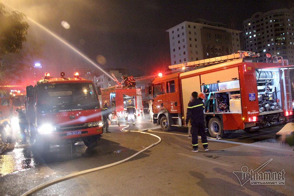 Hà Nội: Nhà 5 tầng bốc cháy rừng rực trước ngày ông Táo chầu trời-3