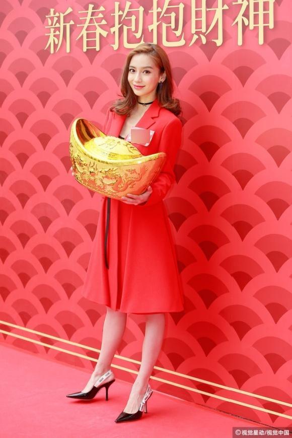 Angela Baby gợi ý chị em cách diện đồ đỏ cực chất khi đi chơi Tết-4