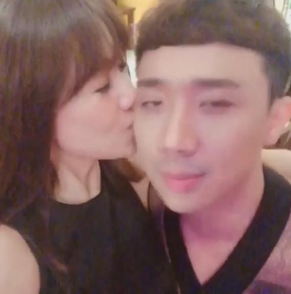 50 sắc thái của Trấn Thành khi được Hari Won âu yếm trước máy quay-13
