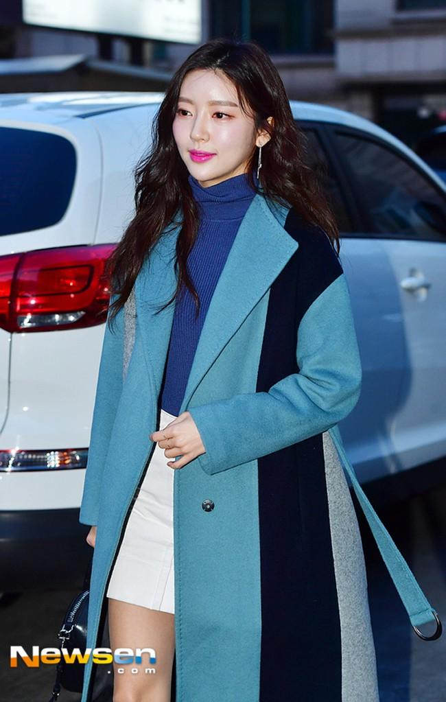 Diện áo lông to sụ như nhân vật hoạt hình Monsters, CL chiếm sóng thời trang sao Hàn tuần qua-7