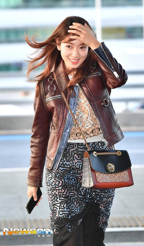 Diện áo lông to sụ như nhân vật hoạt hình Monsters, CL chiếm sóng thời trang sao Hàn tuần qua-9