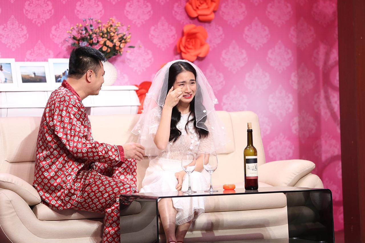 Cãi tay đôi với Tự Long, Hòa Minzy tiết lộ chuyện ăn cơm trước kẻng trên sóng Ơn giời-1