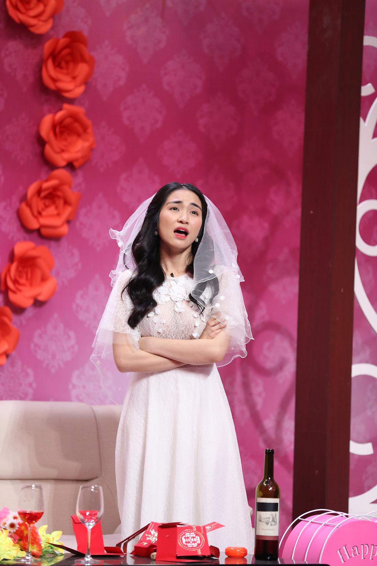 Cãi tay đôi với Tự Long, Hòa Minzy tiết lộ chuyện ăn cơm trước kẻng trên sóng Ơn giời-2