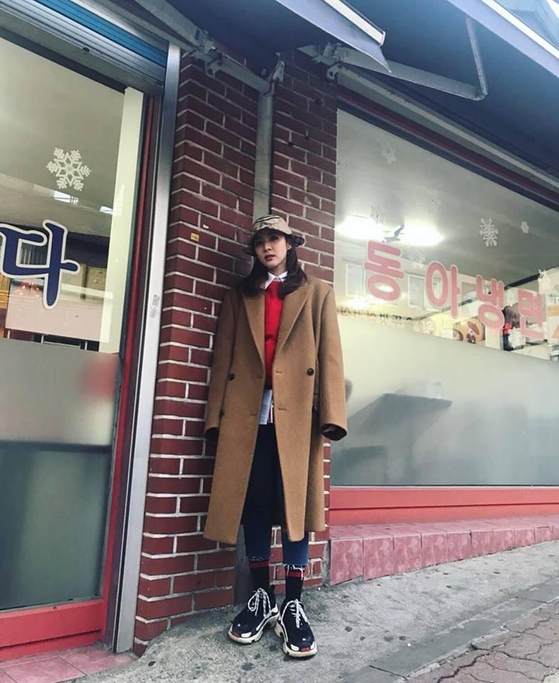 Diện áo lông to sụ như nhân vật hoạt hình Monsters, CL chiếm sóng thời trang sao Hàn tuần qua-1
