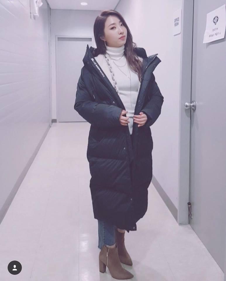 Diện áo lông to sụ như nhân vật hoạt hình Monsters, CL chiếm sóng thời trang sao Hàn tuần qua-5