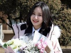 Sao Hàn 8/2: Sao nhí 'Gia đình là số 1' Jin Ji Hee xinh ngất ngây trong lễ tốt nghiệp