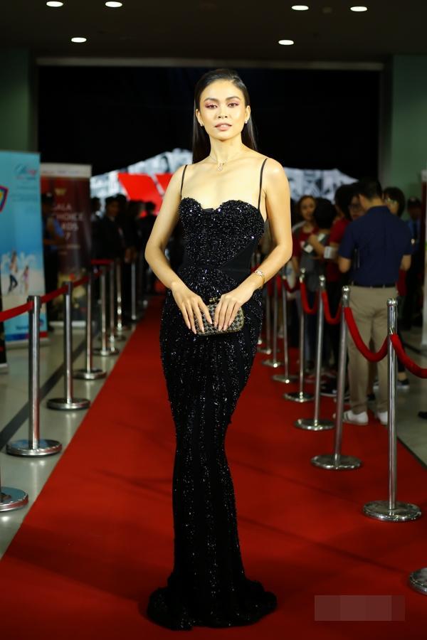 Chẳng cần váy áo lộng lẫy, HHen Niê - Kỳ Duyên đẹp xuất sắc chiếm spotlight thảm đỏ tuần qua-5