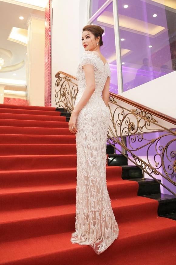 Chẳng cần váy áo lộng lẫy, HHen Niê - Kỳ Duyên đẹp xuất sắc chiếm spotlight thảm đỏ tuần qua-8