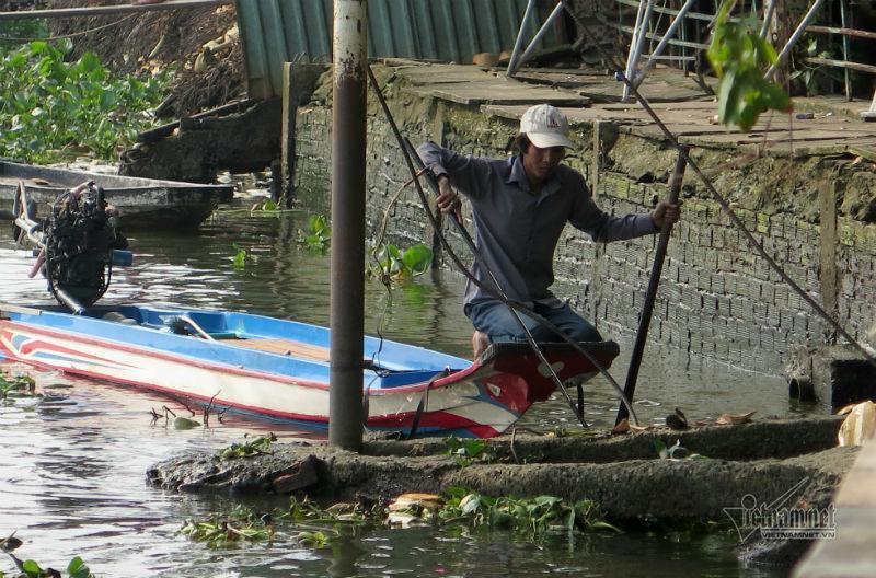 Cá phóng sinh ngày ông Táo vừa được thả đã bị chích điện-12
