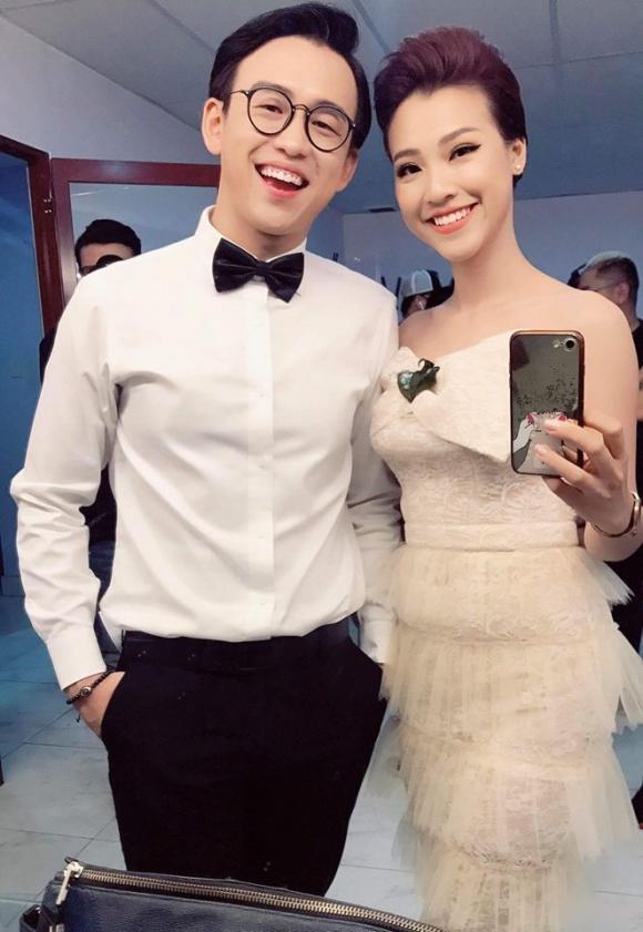 Hot girl - hot boy Việt: Phương Ly trổ tài đi catwalk không giống ai giữa phố muộn-2
