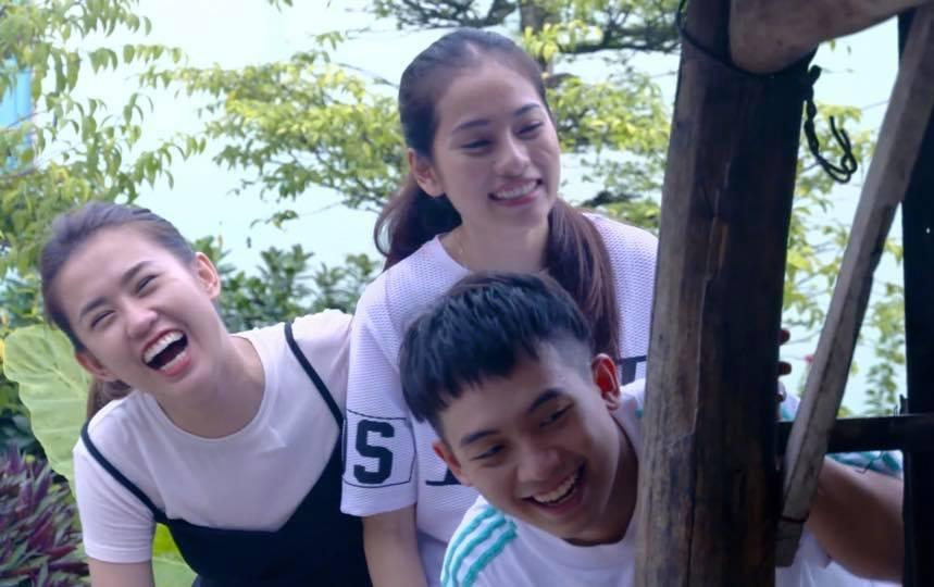 Hot girl - hot boy Việt: Phương Ly trổ tài đi catwalk không giống ai giữa phố muộn-5