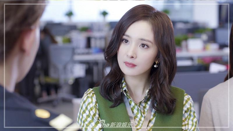 Liên tục diện đồ hiệu, Dương Mịch biến phim mới thành sàn diễn thời trang-10