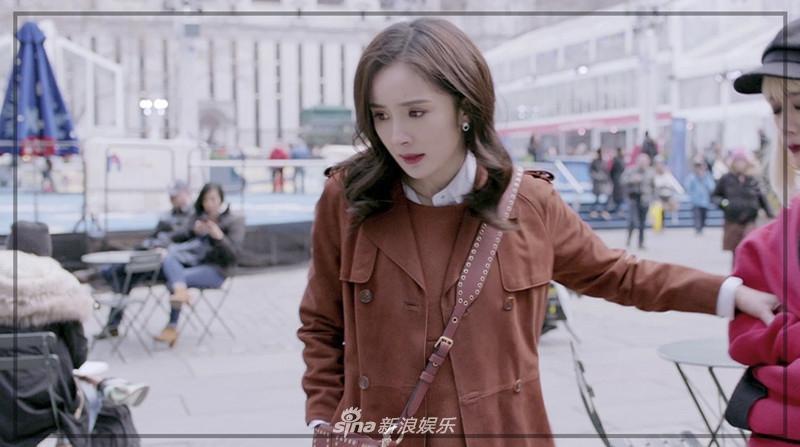 Liên tục diện đồ hiệu, Dương Mịch biến phim mới thành sàn diễn thời trang-12
