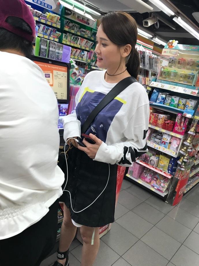 Loạt mỹ nhân Hoa ngữ vẫn đẹp xuất sắc bất chấp ống kính trộm của người qua đường-13