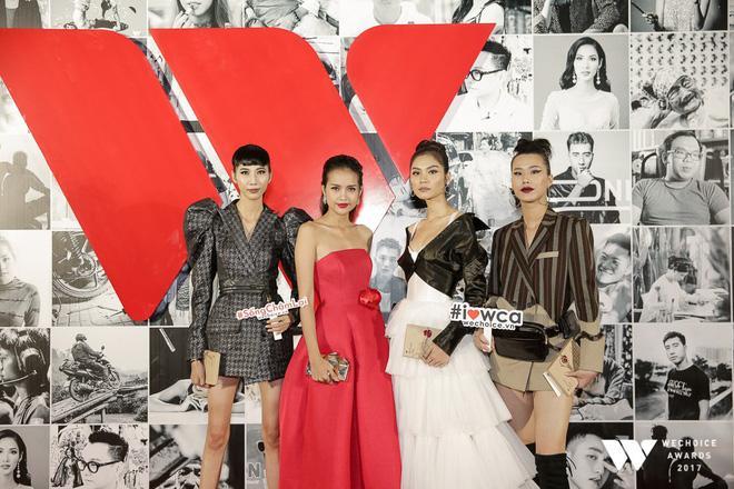 Linh Chi mặc váy hở trên xẻ dưới, đứng đầu top sao mặc xấu tuần qua-6