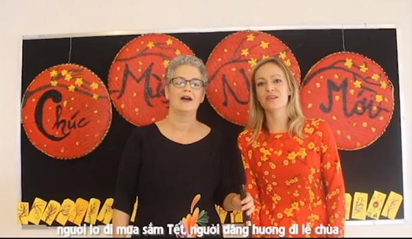 Người nước ngoài hát Ngày Tết quê em nức lòng dân mạng Việt-3