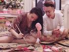 Tin sao Việt: Angela Phương Trinh trổ tài 'bé đảm' thiết kế quà tết cho người thân