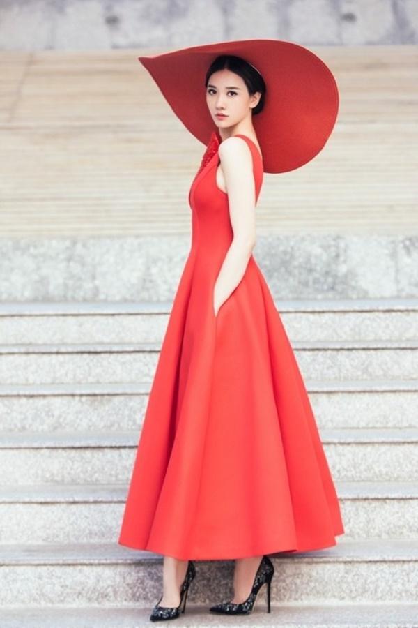 Tưởng đổi phong cách mới mẻ, ai dè Hari Won lại mặc 'đầm cũ' của Hoàng Thùy, Thùy Dung-3