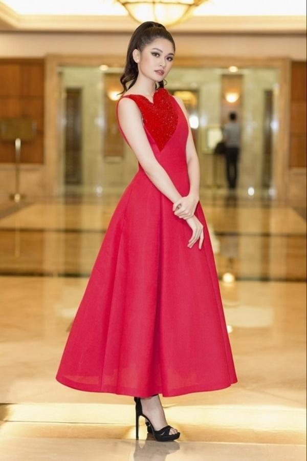 Tưởng đổi phong cách mới mẻ, ai dè Hari Won lại mặc 'đầm cũ' của Hoàng Thùy, Thùy Dung-6