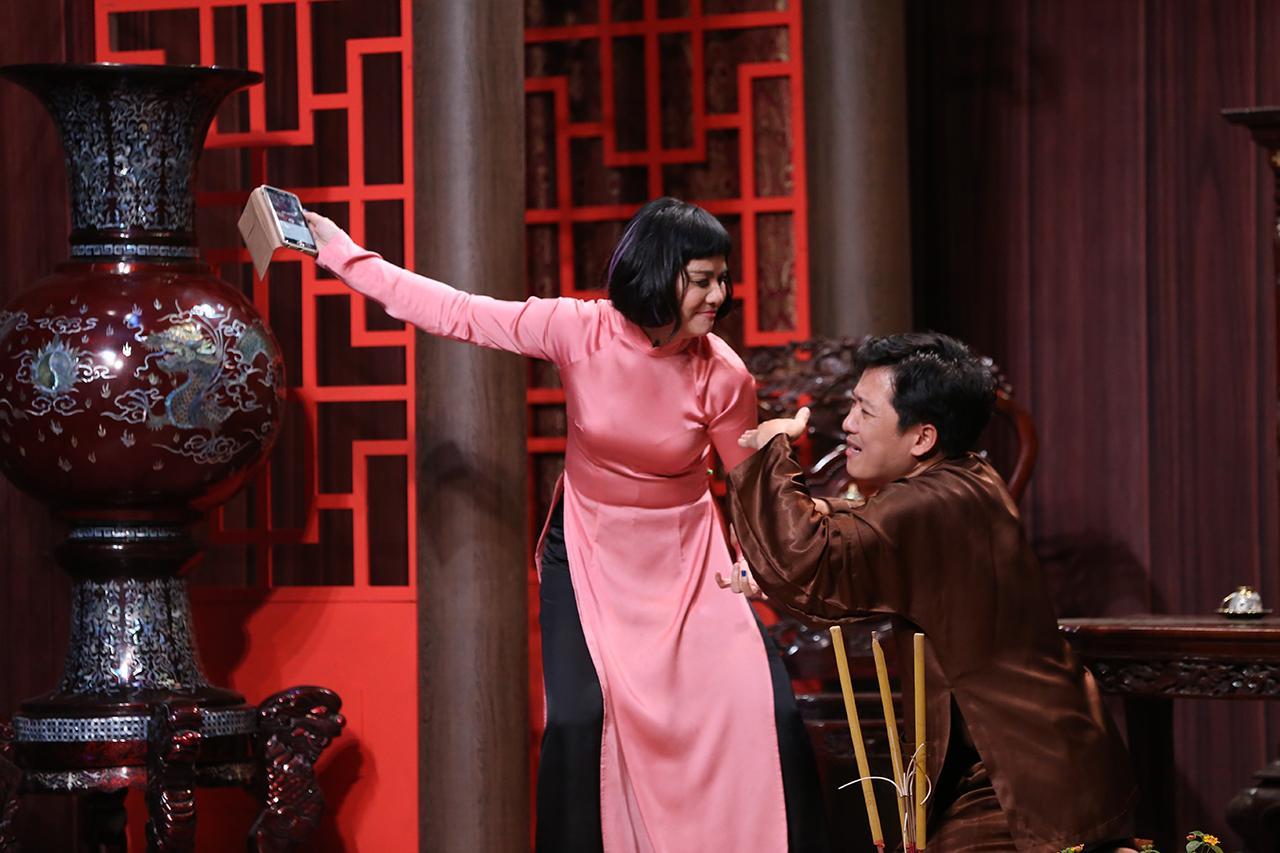 Cát Phượng gây sốc khi gọi ông xã - Kiều Minh Tuấn - là... con út-1