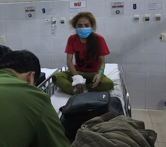 Lật xe khách chở 30 người từ TP HCM về quê ăn tết, ít nhất 12 người thương vong-3