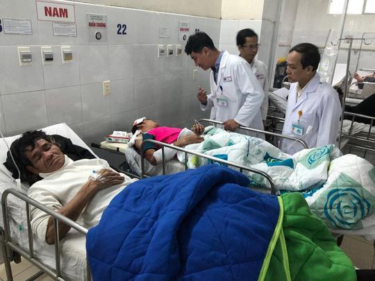 Vụ lật xe khách ở Đà Nẵng: Tài xế đang gọi điện thoại thì xe gặp nạn-3