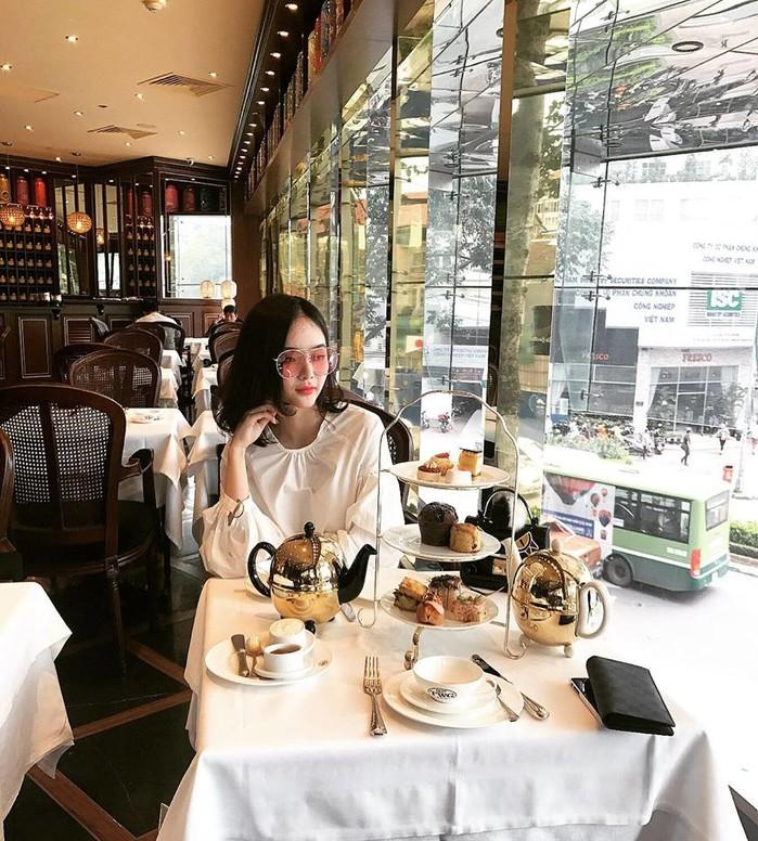 Có chị xinh đẹp, giỏi giang em gái Angela Phương Trinh ngày càng quyến rũ, người dát toàn đồ hiệu-6