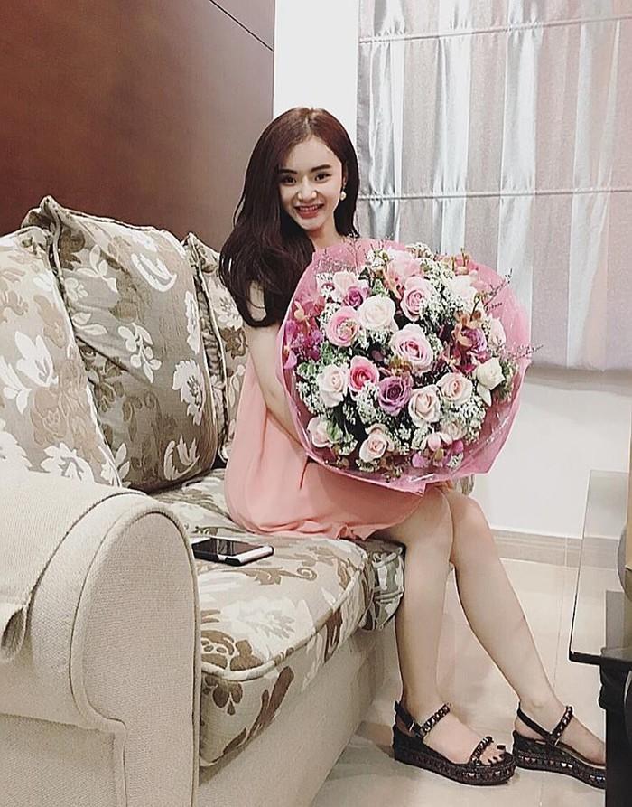 Có chị xinh đẹp, giỏi giang em gái Angela Phương Trinh ngày càng quyến rũ, người dát toàn đồ hiệu-8