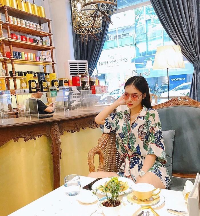 Có chị xinh đẹp, giỏi giang em gái Angela Phương Trinh ngày càng quyến rũ, người dát toàn đồ hiệu-10
