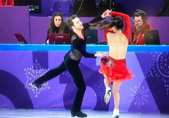 Olympic 2018: Bị tuột áo khi đang biểu diễn, nữ vận động viên chữa cháy khiến cả thế giới phải chú ý-1